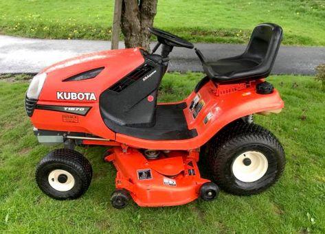 Kubota T1670 lawn tractor photo
