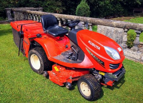 Kubota GR2100 lawn tractor photo